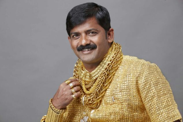 เศรษฐีเงินกู้ชาวอินเดีย เจ้าของเสื้อทองคำ